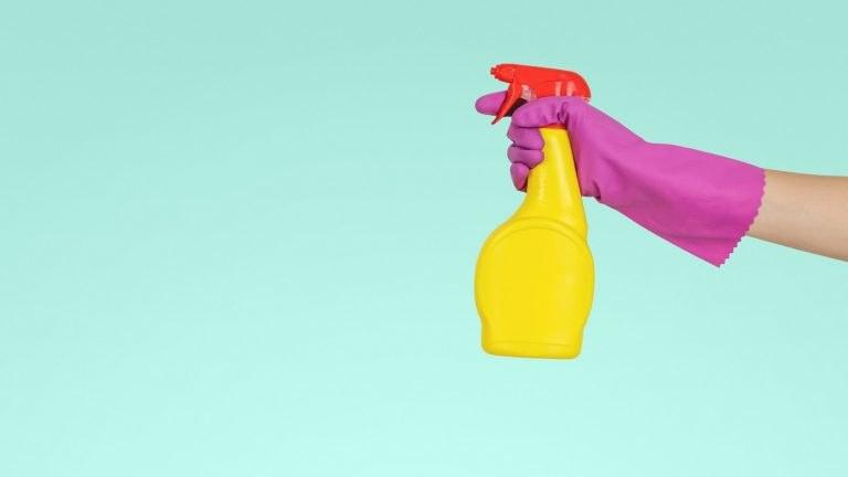 """Čistící prostředky – kupovaná chemie nebo ekologické """"co dům dal""""?"""