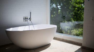 Elegantní, moderní i netradiční: vana jako šperk vaší koupelny