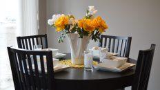 Usedněte společně k prostřenému stolu. Jak vybrat ten nejlepší?