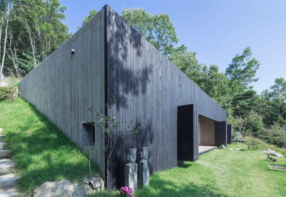 Dům zasazený do horského úbočí aneb bydlení v maximálním souladu s přírodou