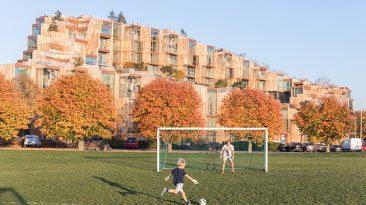 Unikátní rezidenční bytový komplex je postaven jako dřevostavba, která je doslova protkána zelení