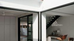 Chátrající řadový domek na předměstí přeměnili v prvotřídní moderní dům
