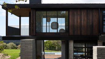 Důmyslně postavený rodinný dům, ve kterém dokáže žít i mladá rodina s prarodiči v harmonii