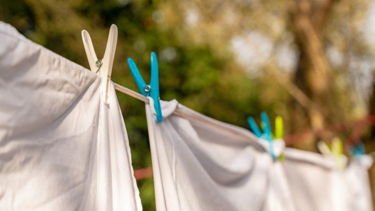 Jak vybělit zažloutlé bílé prádlo