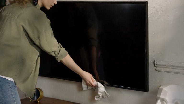 Neutrácejte zbytečně: vyrobte si domácí čistič na televize a monitory