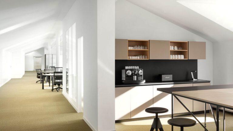 Pracoviště čeká dramatická proměna, tradiční kanceláře se stávají otevřenými místy k setkávání