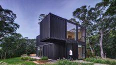 Luxusní prázdninové bydlení vytvořili z přepravních kontejnerů za několik dní