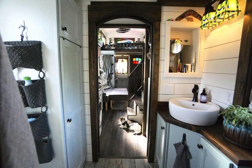 Koupelna je zařízena ve vintage stylu